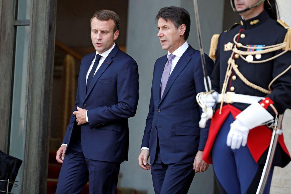 Foto: El presidente francés, Emmanuel Macron, conversa con el jefe del Gobierno italiano, Giuseppe Conte. (EFE)