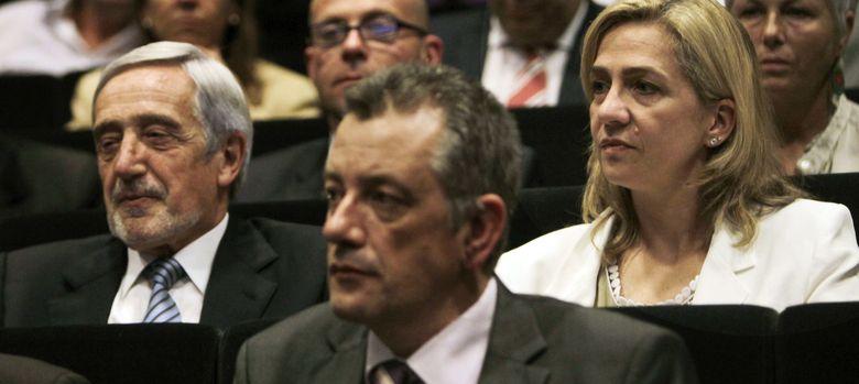 Foto: Fotografía de archivo de la infanta Cristina en la asamblea general de La Caixa en Barcelona. (EFE)