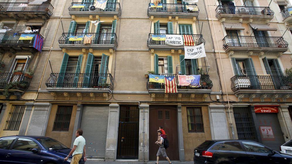 Foto: El barrio de la Barceloneta, uno de los más afectados por los pisos turísticos ilegales anunciados en páginas como Airbnb o HomeAway. (Reuters)
