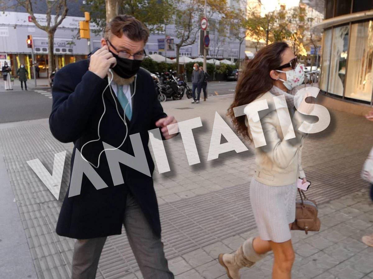 Foto:  Telma Ortiz y Robert Gavin, paseando por las calles de Barcelona. (Europa Press)