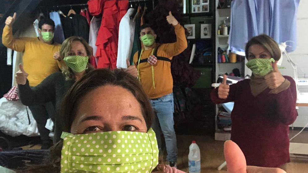 Foto: Salud Navajas, con sus compañeros.