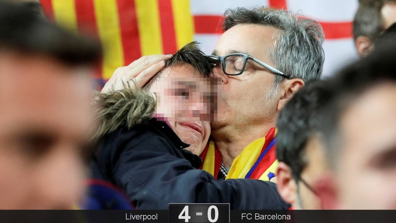 Foto: La tristeza de los aficionados del FC Barcelona en Anfield. (Reuters)