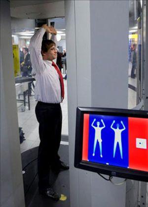 Brown confirma la introducción de escáneres en los aeropuertos británicos