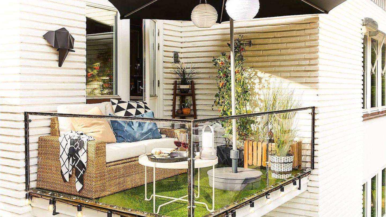 Con este sofá de Ikea puedes disfrutar de tu terraza. (Cortesía)