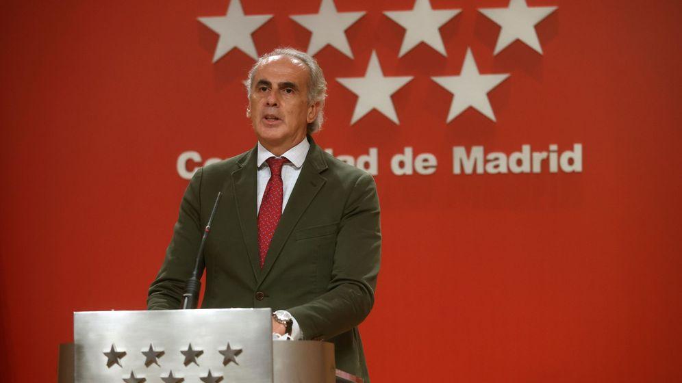 Foto: El consejero de Sanidad madrileño, Enrique Ruiz Escudero, en la rueda de prensa que ofreció este lunes. (EFE)