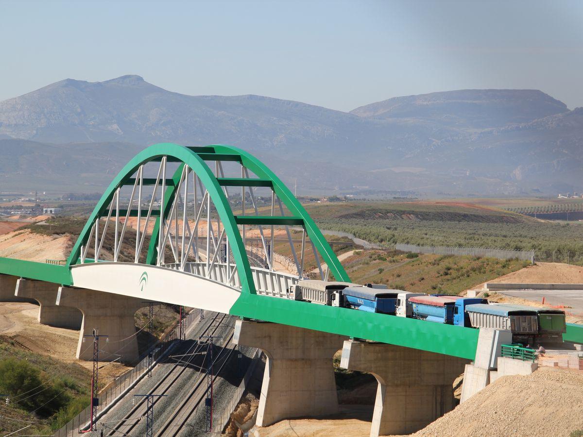 Foto: Viaducto del proyecto ferroviario inacabado.