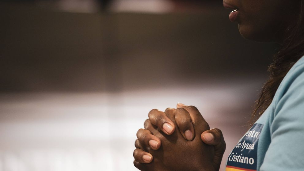 Menor, un aborto... y espía: la novia de los Trinitarios que lo dejó todo por Dios