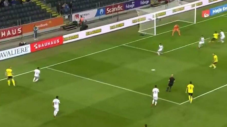 Eric García pierde a su referencia dentro del área (Claesson) y este marca a placer el 2-1 definitivo.