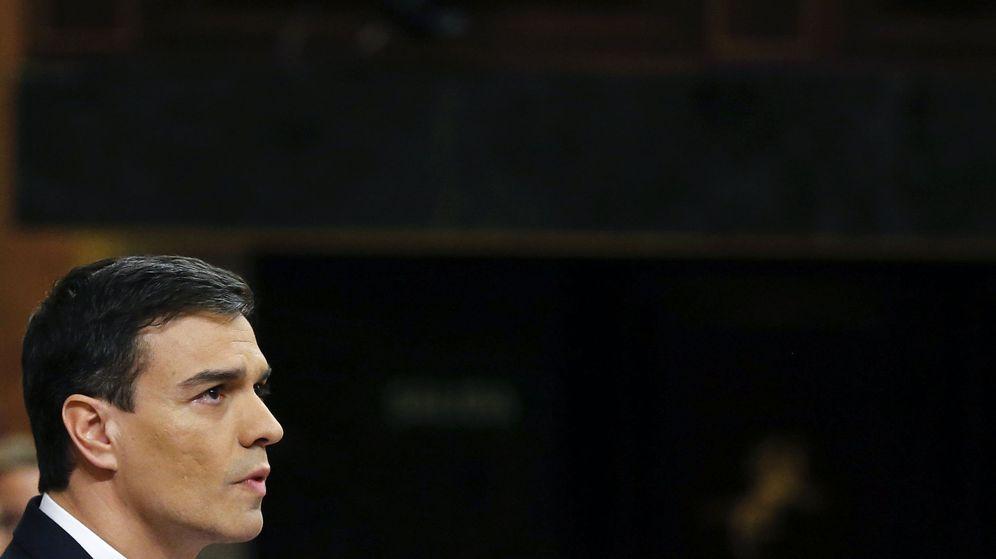 Foto: Pedro Sánchez, durante su intervención en la tribuna del Congreso antes de la segunda votación de investidura, este viernes. (EFE)