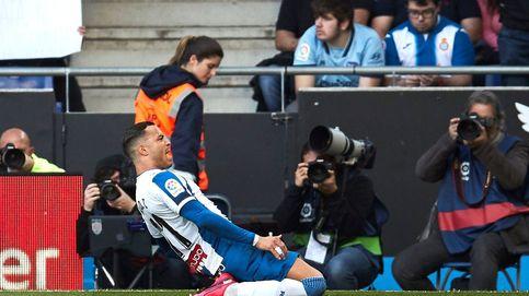 Raúl de Tomás marca el gol de la temporada en Segunda División