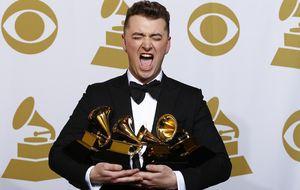 Sam Smith se alza como el artista del año tras obtener cuatro Grammys