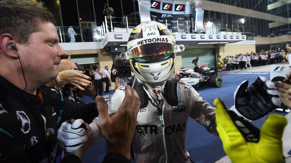 Foto: Lewis Hamilton nada más terminar el GP de Abu Dabi.