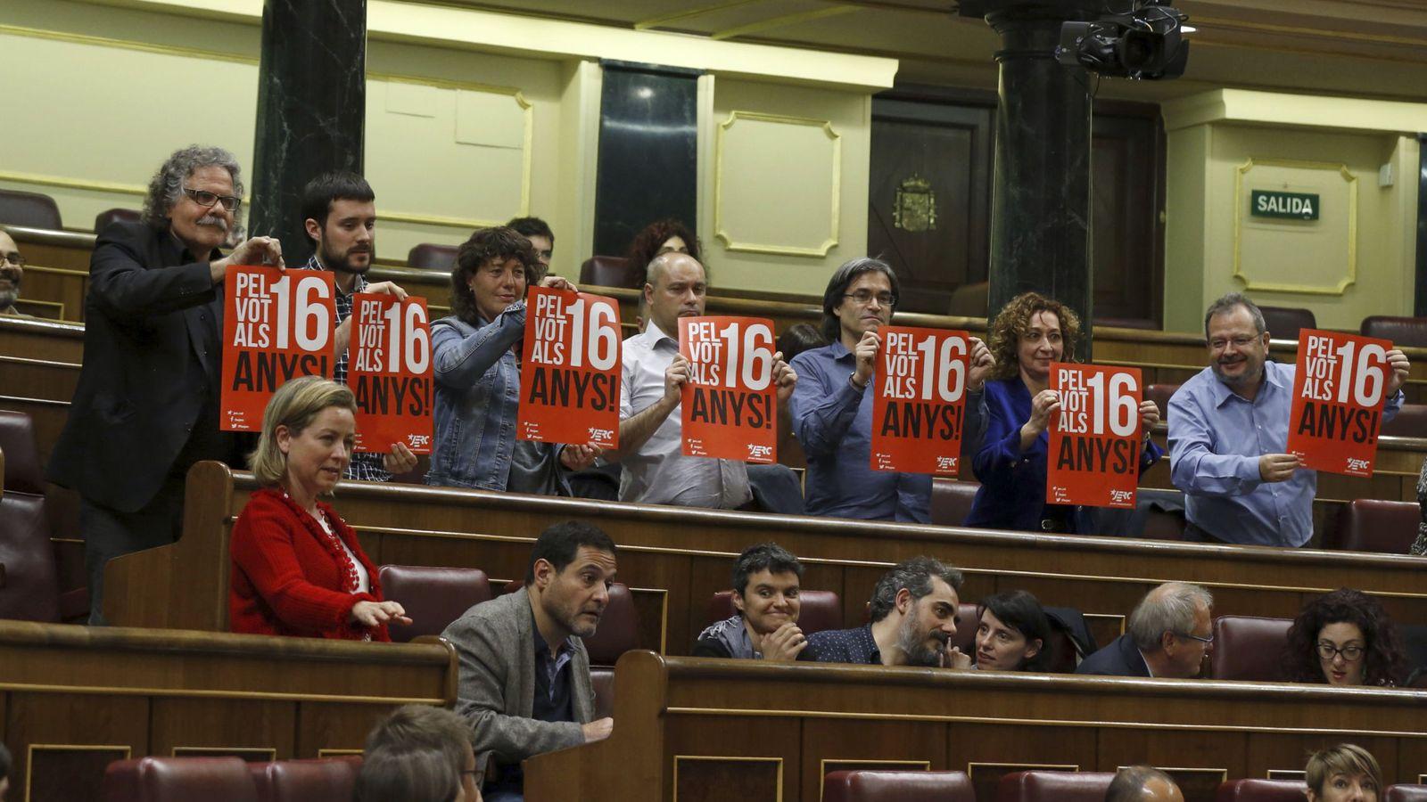 Foto: El portavoz de ERC en el Congreso, Joan Tardà (i), defiende su iniciativa. (EFE)
