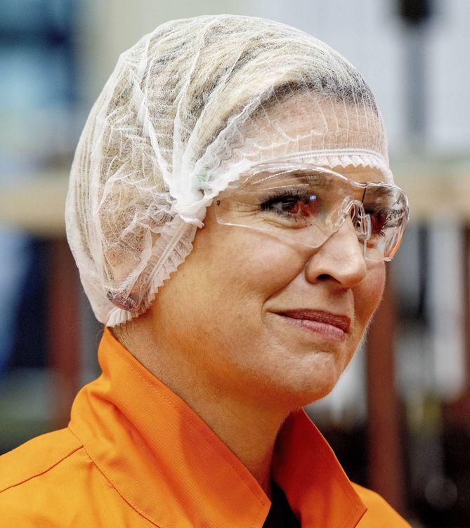 Foto: La reina Máxima durante su visita a la fábrica de cerveza Bavaria. (Cordon Press)
