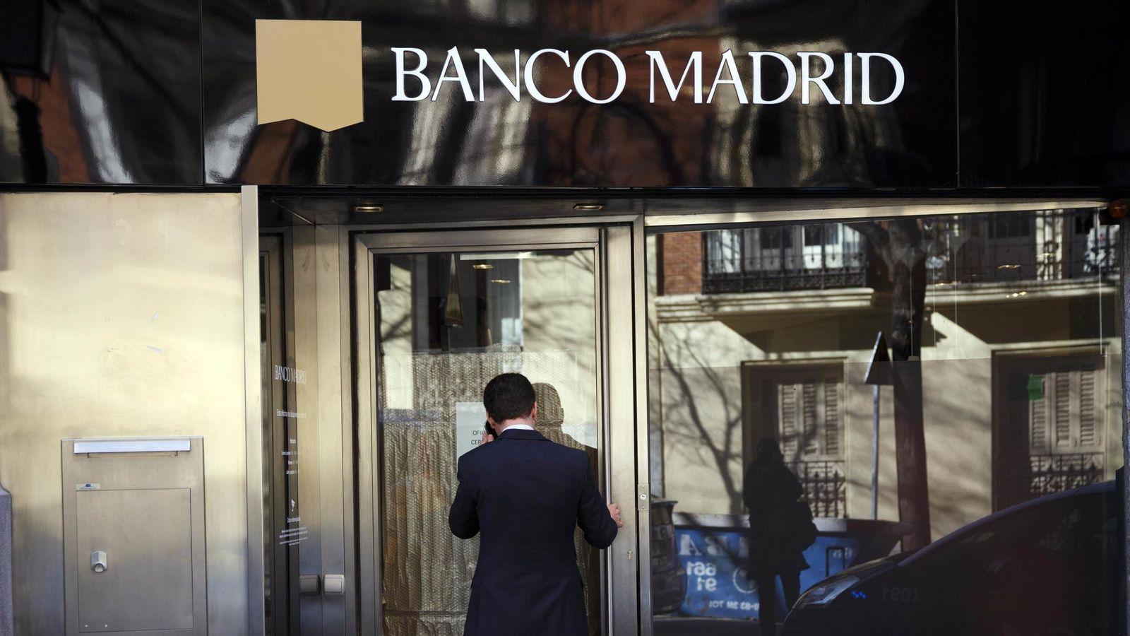 Foto: Fachada de la sede de Banco Madrid en la capital. (Reuters)