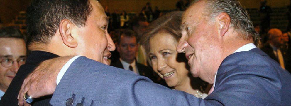 Foto: El ex embajador Morodo se reunió en secreto con Chávez para resolver el conflicto con el Rey