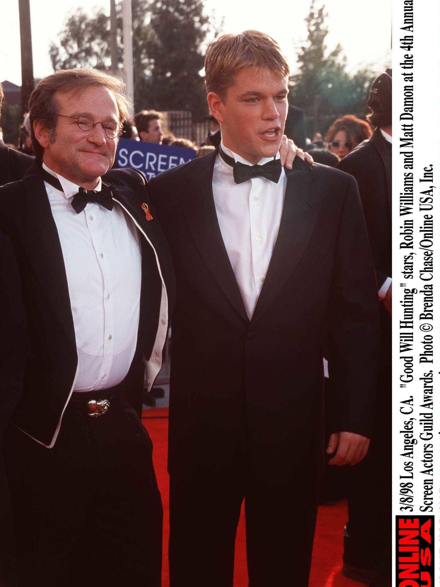 Robin Williams y Matt Damon, en 1998. (Getty)