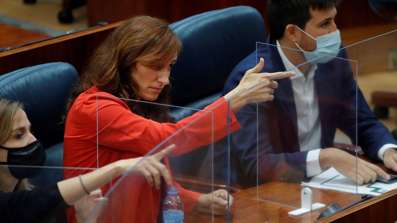 Una fotografía con polémica de Mónica García. (EFE)