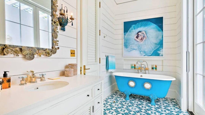 Arte hasta en el baño. (Airbnb)