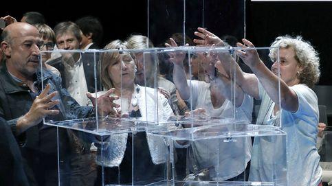El plan B del Govern: urnas de cartón en plena calle para romper el cerco policial