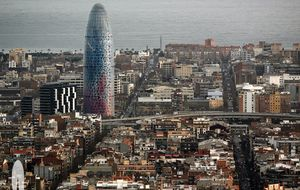 Los dueños de Torre Agbar quieren convertirla en la Eiffel de Barcelona