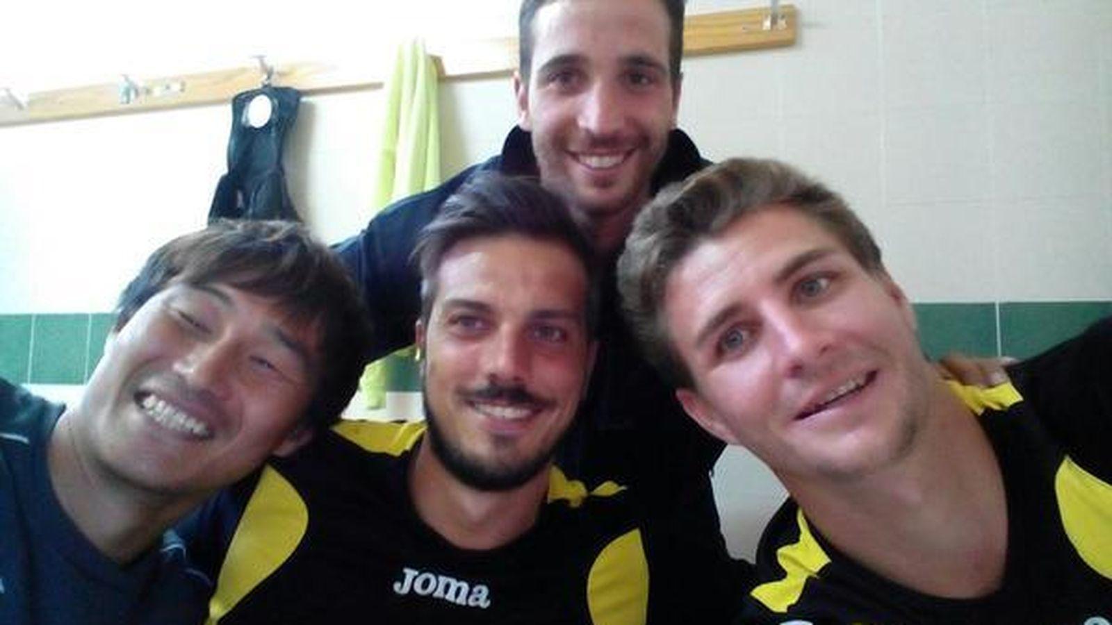 Foto: Imagen del cuerpo técnico del Club Deportivo Guijuelo junto a Sotaro Yasunaga (FOTO: www.clubdeportivoguijuelo.com)