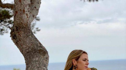 Amelia Bono se escapa a Ibiza: de Celine a Zara, nos colamos en su maleta