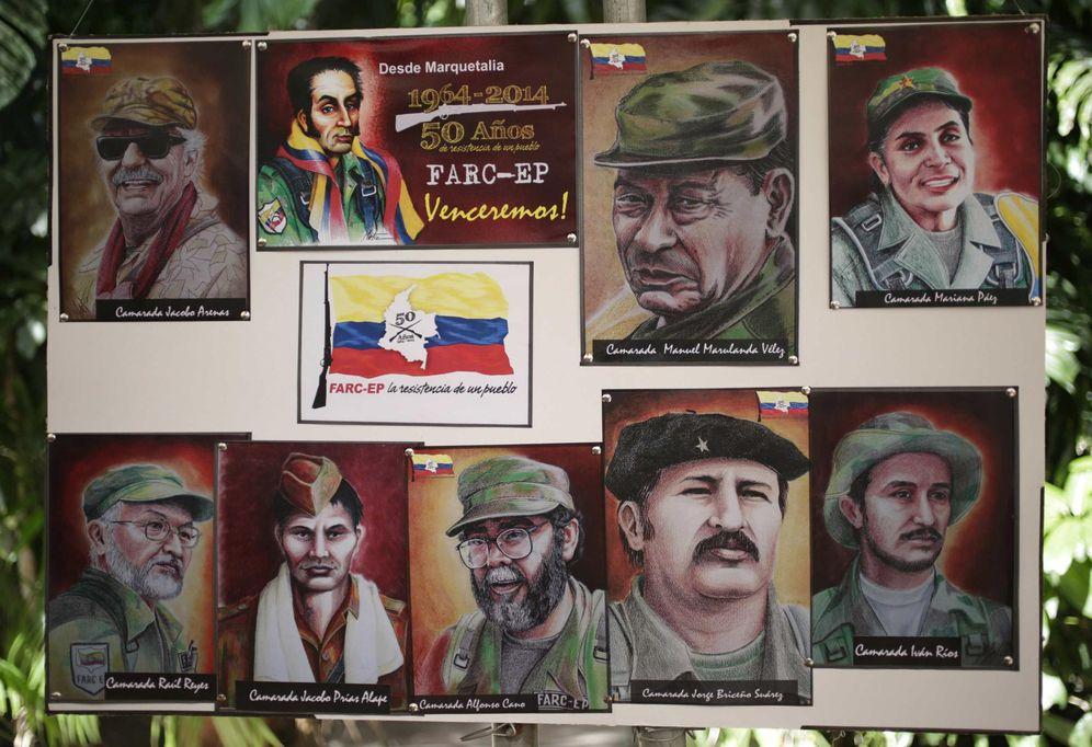 Foto: Dibujos de fundadores de las FARC en una conferencia de prensa en La Habana (Reuters).