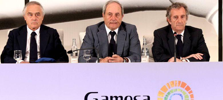 Foto: El presidente de Gamesa, Ignacio Martín (d), en la junta de accionistas celebrada el pasado abril. (EFE)