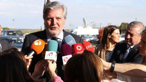 Políticos y artistas acuden a la capilla ardiente del insustituible José María Íñigo