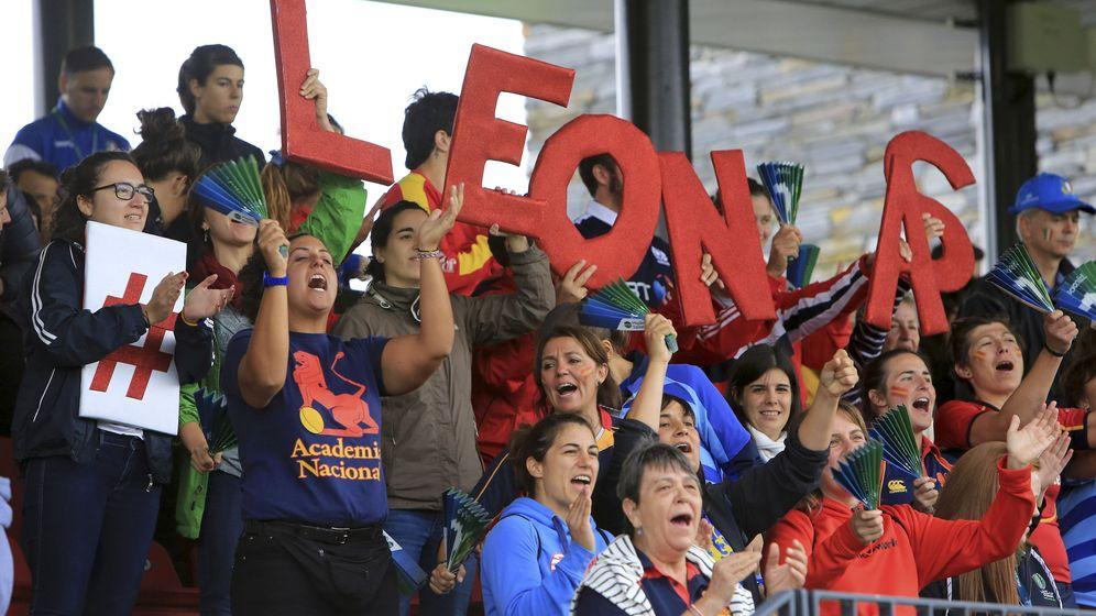 Foto: Aficionados españoles apoyando a la selección en su último partido de la Copa del Mundo contra Italia. (EFE)