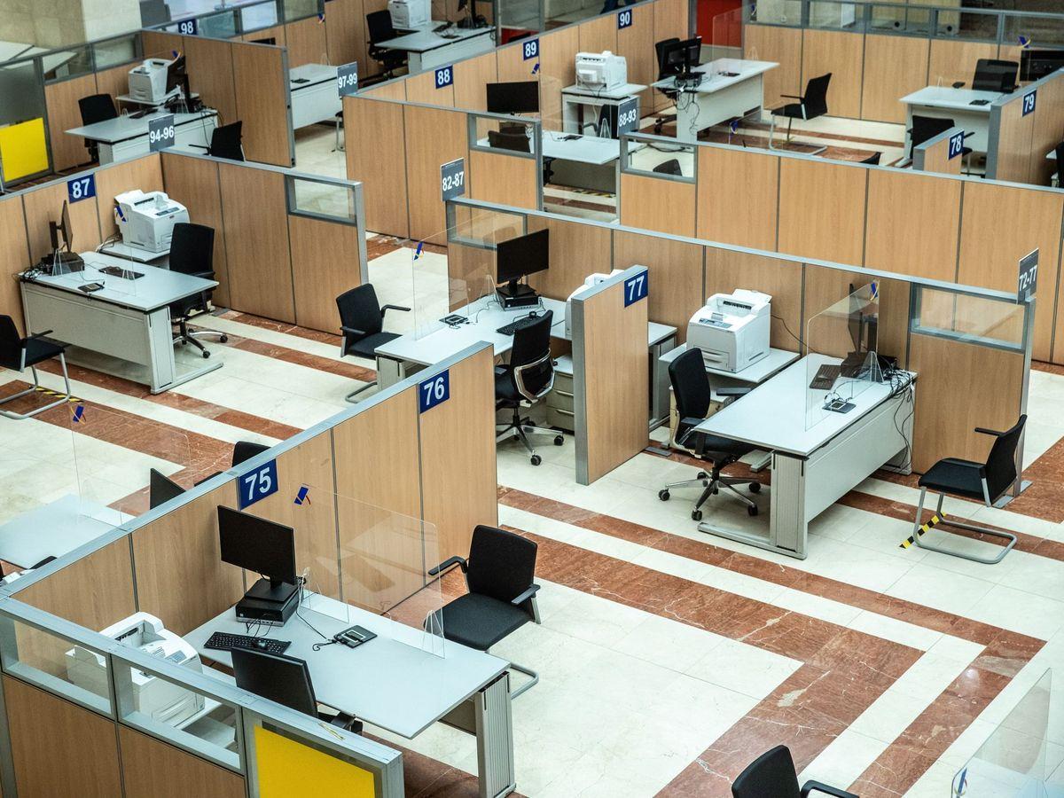 Foto: Cuándo y cómo pedir cita previa para realizar la declaración con gestores de la AEAT. (EFE)