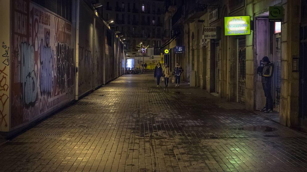 Foto: Una calle del barrio del Raval barcelonés. (iStock)
