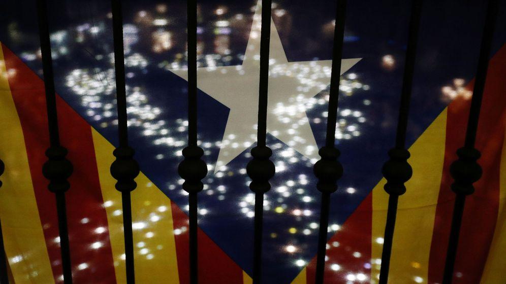 Foto: Una estelada en un balcón de Barcelona. (Reuters)