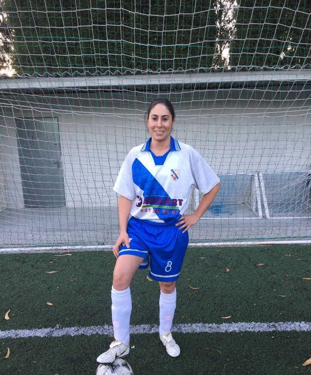Foto: Marta Brañas posa con la camiseta del SCD Pastoriza.