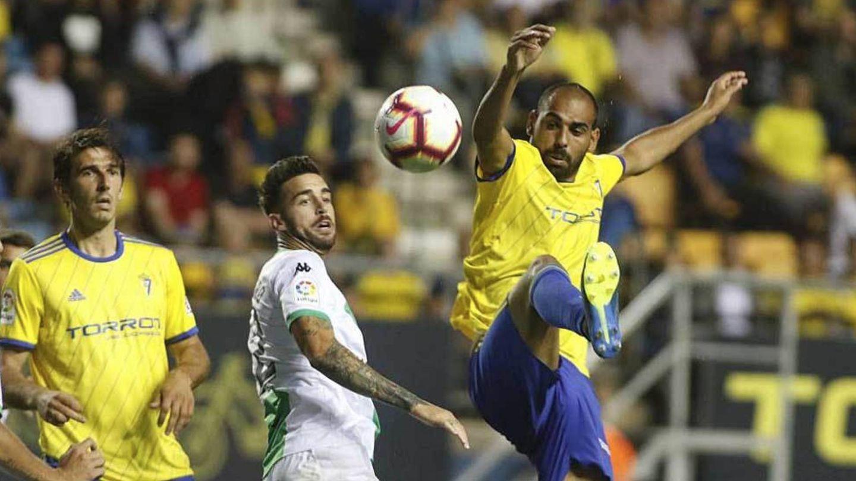 Fali, durante un partido con el Cádiz en el estadio Ramón de Carranza. (EFE)