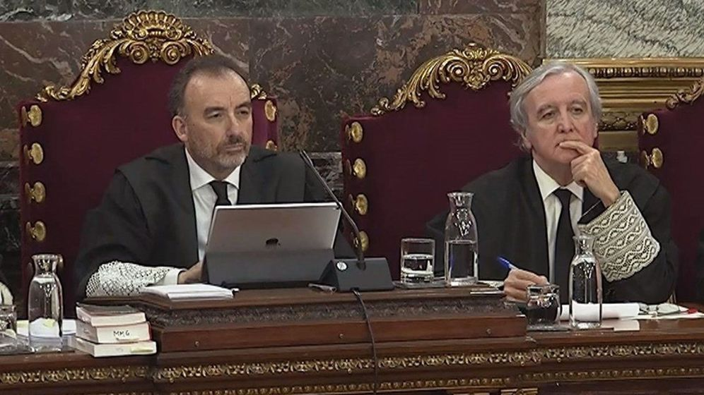Foto: El presidente del tribunal Manuel Marchena (i), junto al juez Juan Ramón Berdugo (d). (EFE)