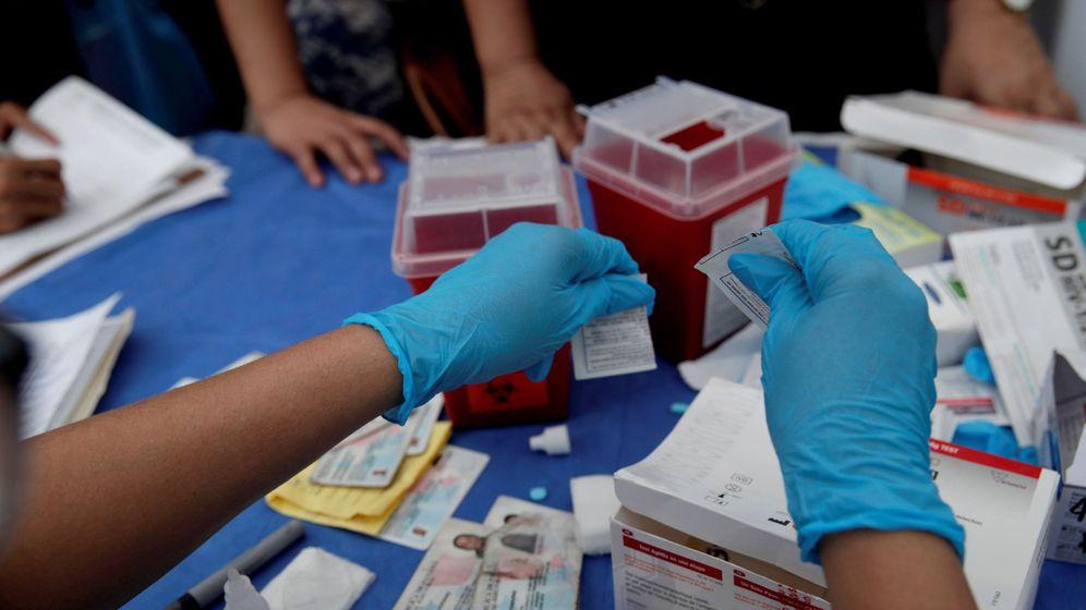 Foto: Médicos practican pruebas de VIH. (EFE)