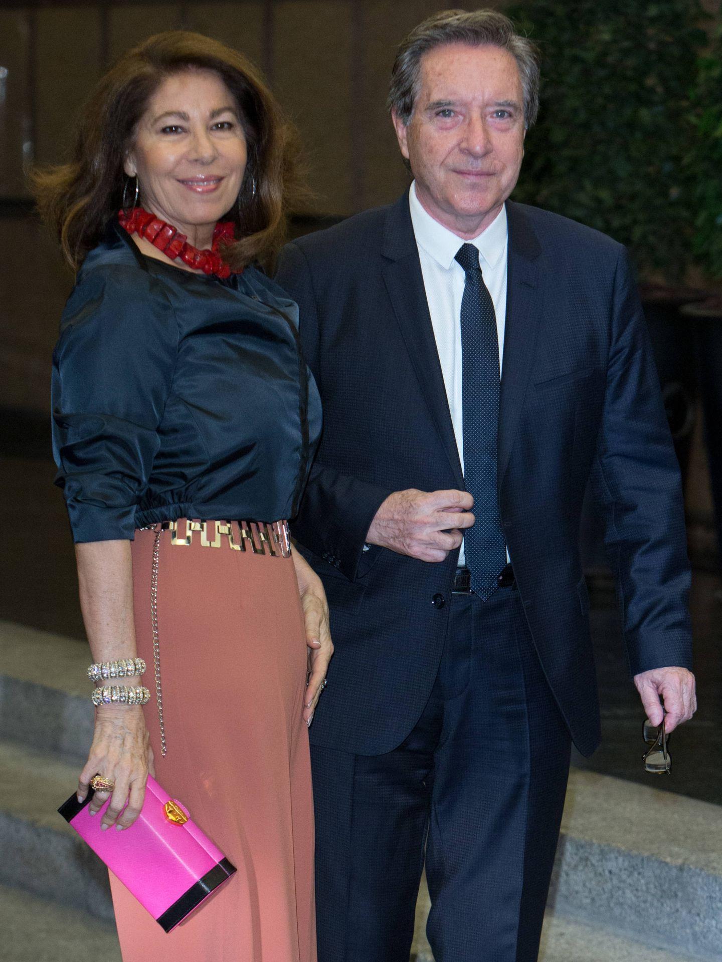 Lola Carretero e Iñaki Gabilondo, en el cumpleaños de Mario Vargas Llosa. (Getty)