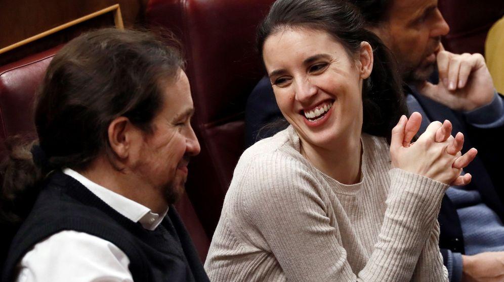 Foto: Pablo Iglesias e Irene Montero durante el debate de investidura de Pedro Sánchez en enero (EFE)