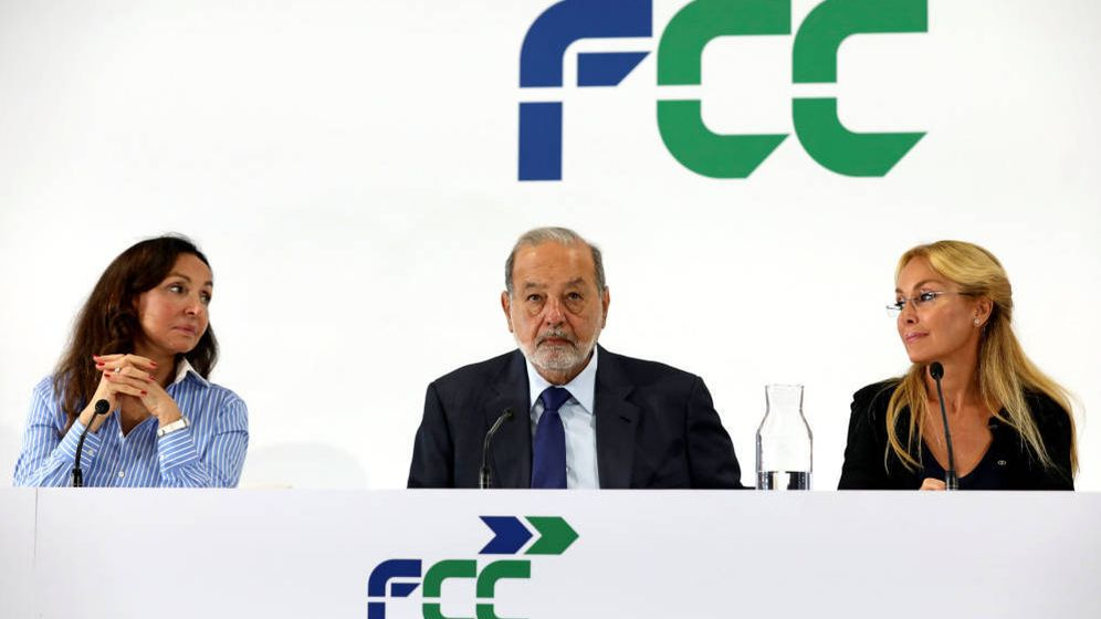 Foto: Carlos Slim, sentado entre Esther Koplowitz y su hija y presidenta de FCC, Esther Alcocer.