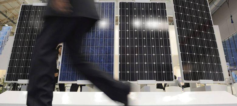 Histeria fotovoltaica por los ajustes de Soria al afrontar refinanciaciones de bono basura