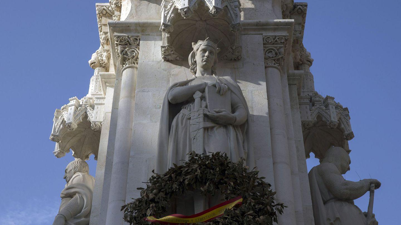 Figura del rey Alfonso X el Sabio (Sevilla). (EFE)