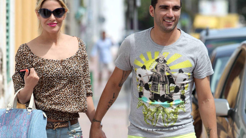 José Antonio Reyes con su primera pareja, Ana, en Ibiza. (Cordon Press)