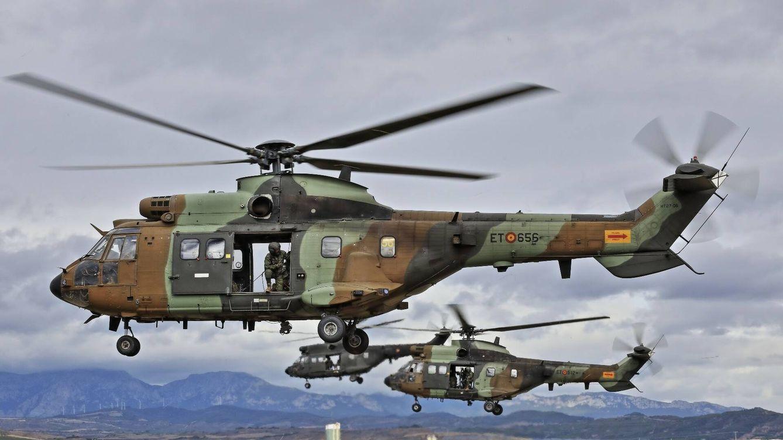 Foto: Helicópteros de maniobra Cougar y Super Puma. (Juanjo Fernández)