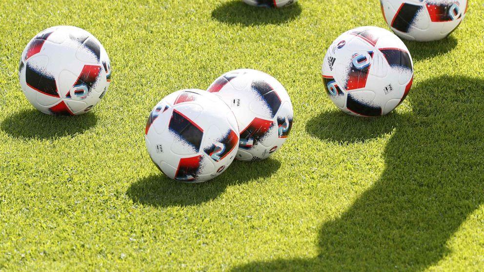 El fútbol, el sabroso hueso que ha mordido Montoro y no va a soltar