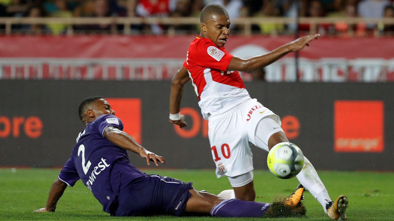 Foto: Mbappe (d) en su último partido oficial con el Monaco. (Reuters)