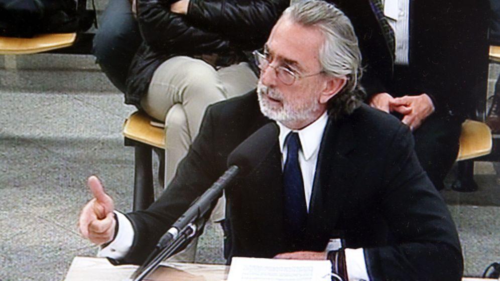 Foto: El presunto cabecilla de la trama Gürtel, Francisco Correa, durante su declaración en el macarojuicio. (Efe)