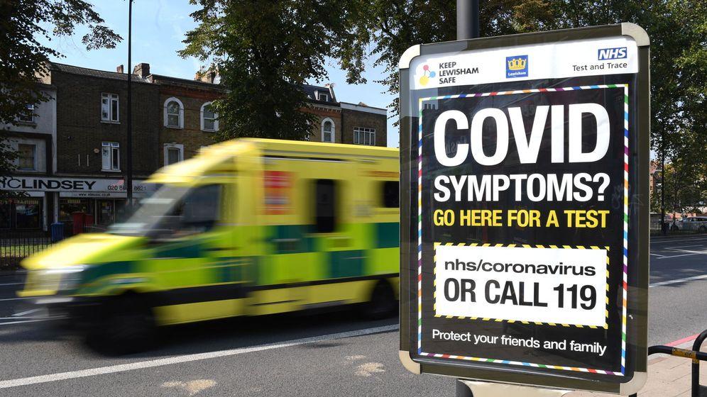 Foto: Un cartel anunciando pruebas para el coronavirus. (EFE)