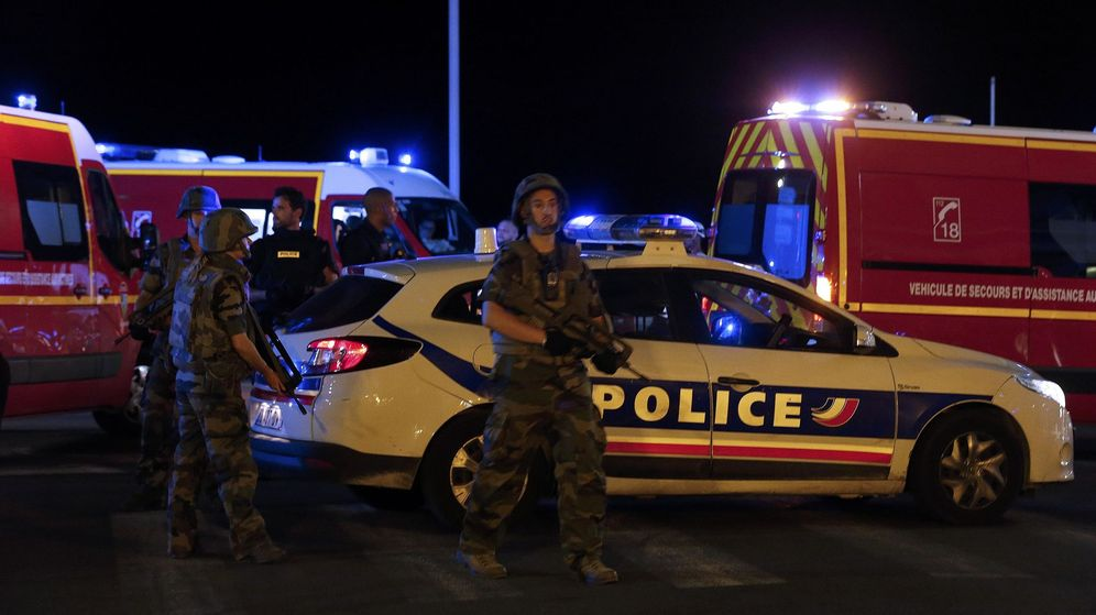 Foto: Soldados franceses en la zona del atentado. (Reuters)